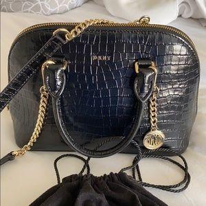 DKNY crossbody bag 💛